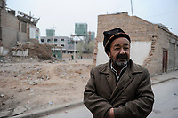 CHINA, autonomous province Xinjiang, city Kashgar where uyghur turkic people are living, gentrification, demolition of parts of the historic oldtown and construction of new buildings for migrated han chinese  / CHINA, autonome Provinz Xinjiang, Stadt Kashgar , hier lebt das Turkvolk der Uiguren , Gentrifizierung, Abriss der uigurischen Altstadt und Neubau von Wohnblocks, durch Zuwanderung von Han Chinesen sinkt der uigurische Bevoelkerungsanteil