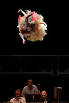 Bolero / Nijinska<br /> Les Siècles - Compagnie Les Porteurs d'ombre - François-Xavier Roth - Dominique Brun -  Ravel <br /> <br /> François-Xavier Roth, direction<br /> Compagnie Les Porteurs d'Ombre<br /> François Chaignaud, danse *, création chorégraphique *<br /> Dominique Brun, création chorégraphique *, recherches historiques *<br /> Judith Gars, assistante auprès de la chorégraphe *<br /> Sophie Jacotot, recherches historiques *<br /> Romain Brau, costume *<br /> Odile Blanchard, scénographie <br /> Christophe Poux, direction technique *<br /> Lieu : Grande salle Pierre Boulez - Philharmonie de Paris<br /> Ville : Paris<br /> Date : 26/09/2020