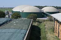 CROATIA, Osijek, dairy farm of Zito Group with biogas plant / KROATIEN, Osijek, großer Milchviehbetrieb der Zito Gruppe mit Biogasanlage