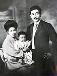 Undated - Takeo Arishima (1878-1923) with his wife and son. He was a novelist, short-story writer and essayist during the late Meiji and Taisho periods. He formed a literary magazine Shirakaba, which was first published in 1911 with Naoya Shiga and Saneatsu Mushanokoji. He wrote novels and literary criticisms and was known as one of the central figures in the Shirakaba group.  (Photo by Kingendai Photo Library/AFLO)