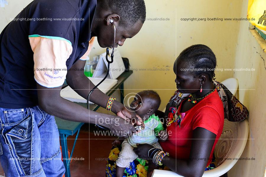 KENYA Turkana, Lodwar, village Kaitese, health station, mother child care / KENIA, Turkana tribe, Save the children unterstuetzen Frauen bei Ernaehrungssicherung, Gesundheit und Drought Resilience, Gesundheitsstation, Mutter KInd Untersuchung