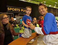 11-02-14, Netherlands,Rotterdam,Ahoy, ABNAMROWTT,Thomas Berdych (CZE) signing autographs<br /> Photo:Tennisimages/Henk Koster