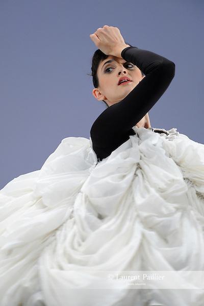 """EMMA<br /> Emma Desjardins dans """"Antic meet"""" de Merce Cunningham<br /> Théâtre de la Ville de Paris, le 03/11/2010"""