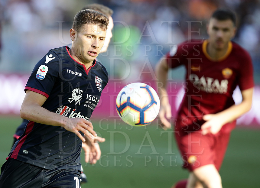 Football, Serie A: AS Roma - Cagliari, Olympic stadium, Rome, April 27, 2019. <br /> Cagliari's Nicolò Barella in action with during the Italian Serie A football match between AS Roma and Cagliari, on April 27, 2019. <br /> UPDATE IMAGES PRESS/Isabella Bonotto