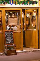 chalk board la table du vieux vigneron restaurant rue fg madeleine beaune cote de beaune burgundy france