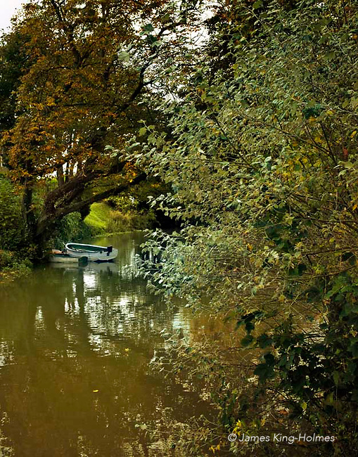 The narrower part of the bifurcated River Welland as it passes throught Stamford, Lindolnshire