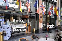 - Milano, il Gran Caffè Samarani di piazza Diaz, sequestrato nel luglio 2012 alla famiglia mafiosa dei D'Agosta a norma della legge Rognoni-Latorre 109/96 per la confisca dei beni alla criminalità organizzata; la gestione é stata affidata ad un amministratore giudiziario nominato dal Tribunale<br /> <br /> - Milan, the Grand Café Samarani in Diaz square, seized in July 2012 to the Mafia family of D'Agosta under the law 109/96 Rognoni-Latorre for the confiscation of organized crime properties; the management has been assigned to an judiciary administrator named by the Court