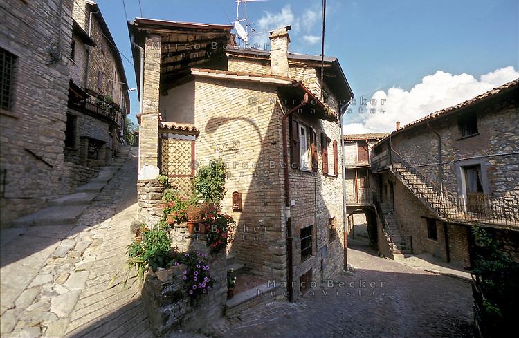 """Zavattarello, paese in provincia di Pavia, annoverato tra i """"borghi più belli d'Italia"""" --- Zavattarello, small village in the province of Pavia, rated within the """"most beautiful villages in Italy"""""""