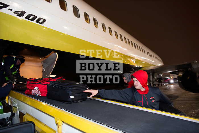 student managers unload the plane