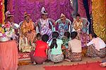 Myanmar (Burma), Mandalay-Division, Bagan: Novitiation ceremony with young boys dressed as princes | Myanmar (Birma), Mandalay-Division, Bagan: Shinbyu, burmesische Form des Noviziats, Ausbildung und Vorbereitung zum Theravada Buddhism, die Jungen werden dabei als Prinzen gekleidet