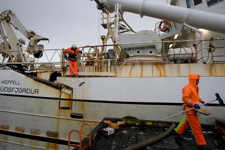 6)The fishermen get the trawler Hoffell ready