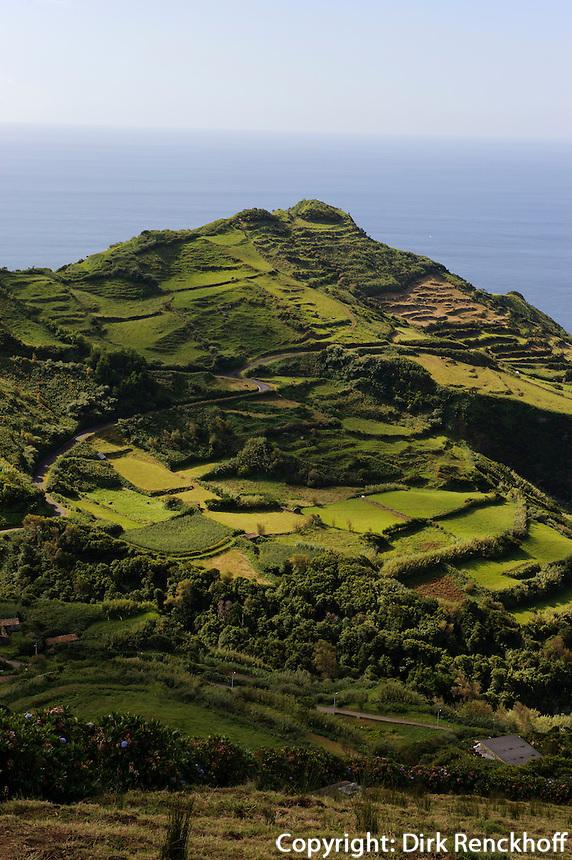 Berge bei Lajedo auf der Insel Flores, Azoren, Portugal