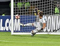 BOGOTA - COLOMBIA -08 -02-2017: Nikolas Vikonis, arquero de Millonarios, en acción durante la definición por tiros penal en el partido entre Millonarios de Colombia y Atletico Paranaense de Brasil, por la segunda fase, llave 1 de la Copa Conmebol Libertadores Bridgestone 2017 jugado en el estadio Nemesio Camacho El Campin, de la ciudad de Bogota. / Nikolas Vikonis, goalkeeper of Millonarios, during the definition by the penalty series in a match between Millonarios of Colombia and Atletico Paranaense of Brasil, for the second phase, key1, of the Conmebol Copa Libertadores Bridgestone 2017 played at Nemesio Camacho El Campin in Bogota city. Photo: VizzorImage / Luis Ramirez / Staff.