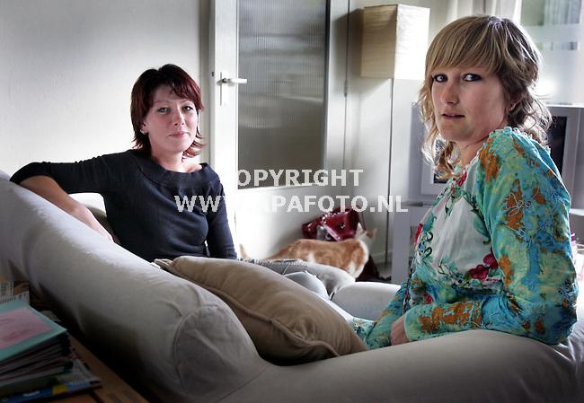 Arnhem, 220506<br />Leonore en Penny zij beide aids-slachtoffer  van dezelfde man. <br />Foto: Sjef Prins - APA Fot