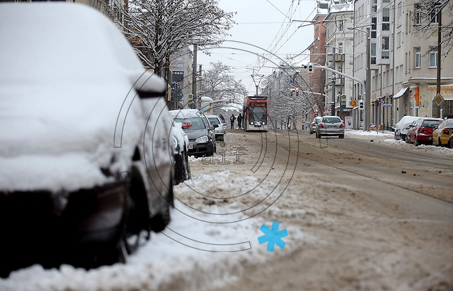 Nach ergiebigem Schneefall in den letzten Tagen sind die Leipziger Starßen noch  immer voll von Schnee. Die Beräumung dauert an. Beräumungszustand in Leipzig Schleußig - im Bild:   Könneritzstraße (Beräumt).   Foto: Norman Rembarz..Norman Rembarz , Autorennummer 41043728 , Holbeinstr. 14, 04229 Leipzig, Tel.: 01794887569, Hypovereinsbank: BLZ: 86020086, KN: 357889472, St.Nr.: 231/261/06432 - Jegliche kommerzielle Nutzung ist honorar- und mehrwertsteuerpflichtig! Persönlichkeitsrechte sind zu wahren. Es wird keine Haftung übernommen bei Verletzung von Rechten Dritter. Autoren-Nennung gem. §13 UrhGes. wird verlangt. Weitergabe an Dritte nur nach  vorheriger Absprache..