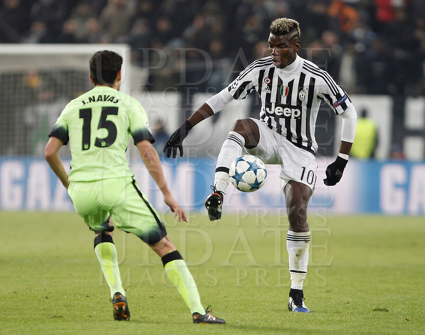 Calcio, Champions League: Gruppo D - Juventus vs Manchester City. Torino, Juventus Stadium, 25 novembre 2015. <br /> Juventus' Paul Pogba, right, is challenged by Manchester City's Jesus Navas during the Group D Champions League football match between Juventus and Manchester City at Turin's Juventus Stadium, 25 November 2015. <br /> UPDATE IMAGES PRESS/Isabella Bonotto