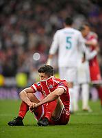 01.05.2018, Football UEFA Champions League 2017/2018, semi final  Rueckspiel, Real Madrid - FC Bayern Muenchen, Bernabeu-stadium Madrid. Robert Lewandowski (FC Bayern Muenchen) vergraebt sich   dem Schlusspfiff enttaeuscht in sein Trikot. *** Local Caption *** © pixathlon<br /> <br /> Contact: +49-40-22 63 02 60 , info@pixathlon.de