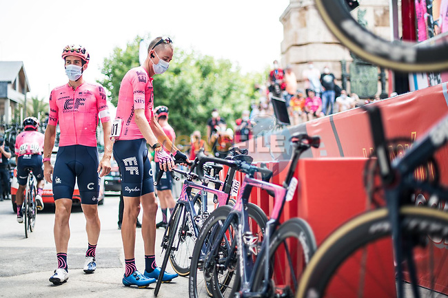 Hugh Carthy (GBR) and EF Education-Nippo at sign on before the start of Stage 6 of La Vuelta d'Espana 2021, running 158.3km from Requena to Alto de la Montaña Cullera, Spain. 19th August 2021.    <br /> Picture: Charly Lopez/Unipublic | Cyclefile<br /> <br /> All photos usage must carry mandatory copyright credit (© Cyclefile | Unipublic/Charly Lopez)