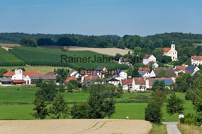 Germany, Lower Bavaria, hop-planting area Hallertau (Holledau), village Lindkirchen   Deutschland, Bayern, Niederbayern, Hopfenanbaugebiet Hallertau (Holledau), Pfarrdorf Lindkirchen