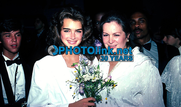 Brooke Shields and mother Teri 1980s<br /> Photo by Adam Scull/PHOTOlink