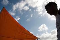 Vela do barco dos pescadores artesanais da praia de Paxicú na Reserva Extrativista Marinha Mãe Grande de Curuçá  situada no município de Curuçá (PA), na Região do Salgado, no nordeste do Pará, a reserva abrange aproximadamente 37 mil hectares de estuário - região onde as águas de rios interagem com o oceano - e é povoada por famílias de cerca de seis mil pescadores, divididas em 49 pequenas comunidades instaladas em ilhas, furos, rios e praias da região.Curuçá, Pará, Brasil Foto: Paulo Santos 23/07/2009