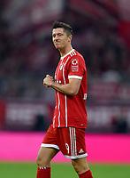 22.09.2017,  Football 1.Liga 2017/2018, 6. match day, FC Bayern Muenchen - VfL Wolfsburg, in Allianz-Arena Muenchen. Robert Lewandowski (FC Bayern Muenchen) ist skeptisch. *** Local Caption *** © pixathlon<br /> <br /> +++ NED + SUI out !!! +++<br /> Contact: +49-40-22 63 02 60 , info@pixathlon.de