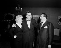 Saint-George Cote, animateur et annonceur de radio CKVC de  Quebec avec Ti Gus et Ti Mousse.<br /> <br /> Entre 1955 et 1960 (date inconnue)<br /> <br /> PHOTO : Agence Quebec Prese