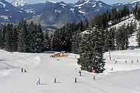 Skipiste beiBergstation Seealpe auf dem Nebelhorn bei Oberstdorf im Allgäu, Bayern, Deutschland<br /> Piste near Hillstation Seealpe,  Mt.Nebelhorn near Oberstdorf, Allgäu, Bavaria, Germany
