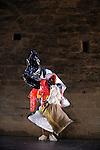 PARADES & CHANGES, REPLAYS<br /> <br /> Pièce d'Anna Halprin crée en collaboration avec Morton Subotnick (1965)<br /> Conception, direction artistique : Anne Collod<br /> Avec : Anne Collod, Yoannn Demichelis, Ghyslaine Gau, Chloé Moura, Laurent Pichaud, Fabrice ramalingom<br /> Musique : Morton Subotnick<br /> Lumières : henry Emmanuel Doublier <br /> Cadre : Festival Uzes danse 2013<br /> Lieu : Jardin de l'Évêché<br /> Ville : Uzes<br /> 15/06/2013<br /> © Laurent Paillier / photosdedanse.com