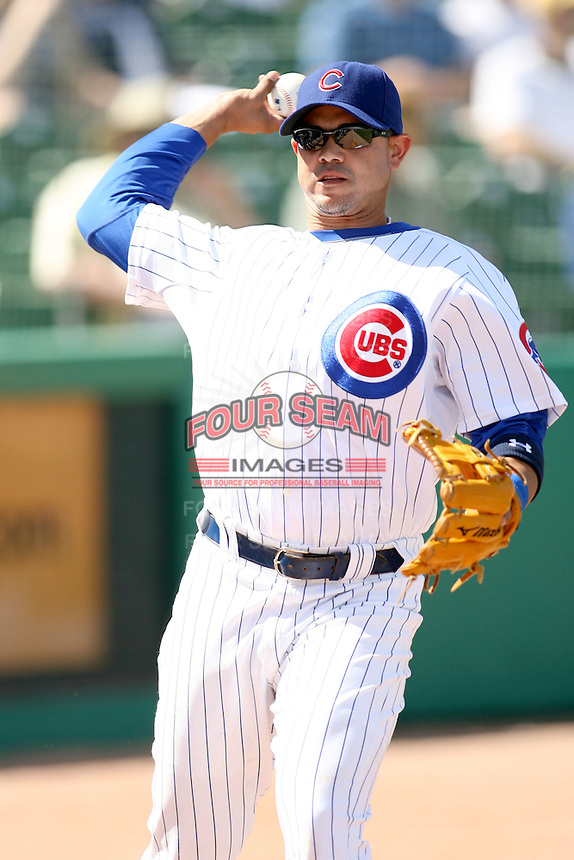 February 29, 2008:  Alex Cintron of the Chicago Cubs at Hohokam Park during spring training in Mesa, AZ. Photo by:  Chris Proctor/Four Seam Images