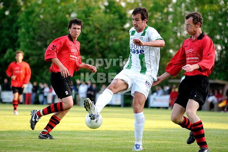 voetbal vv eenrum - fc groningen vriendschappelijk seizoen 2007-2008 15-05-2008 goran lovre met hakje..fotograaf Jan Kanning