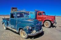 Carros antigos no Salar de Uyuni, Bolivia. Foto de Juca Martins.