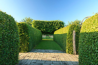"""Les jardins du prieuré d'Orsan : allée vers le """"Pré fleuri""""<br /> <br /> Mention obligatoire du nom du jardin et pas d'usage publicitaire sans autorisation préalable."""
