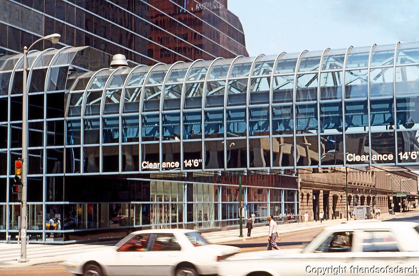 Helmut Jahn: Murphy/Jahn Northwestern Terminal. Chicago 1987.  Photo '88.