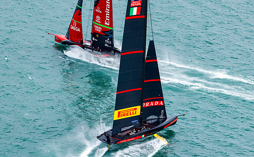 As the pair split on the downwind leg the Kiwis seemed to get a better gust of breeze and managed to cross in front of the Italians