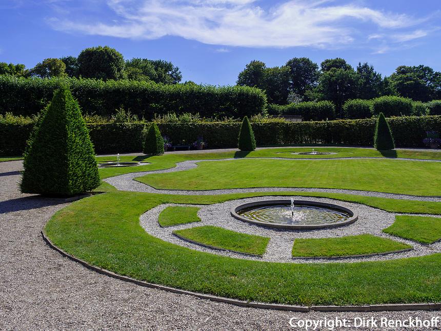 Rasengarten in Großer Garten der barocken Herrenhäuser Gärten, Hannover, Niedersachsen, Deutschland, Europa<br /> Grass Garden in Great Garden of baroque Herrenhausen Gardens, Hanover, Lower Saxony, Germany, Europe