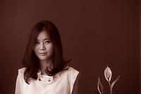 È uscito il libro di memorie di Hyeon Seo Lee. La ragazza dai sette nomi, pubblicato in contemporanea mondiale, ripercorre la vita dell'esule nordcoreana. Hyeonseo Lee is a North Korean defector living in Seoul, South Korea. She has recently completed writing her memoir, The Girl With Seven Names, which will