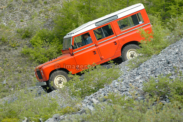 Austria, Boesenstein Offroad Classic, Hohentauern, Steiermark, 25-26.06.2005. Land Rover Serie 3 109 Station Wagon LWB Stage 1 V8 Petrol, red with white roof panel. --- No releases available. Automotive trademarks are the property of the trademark holder, authorization may be needed for some uses.