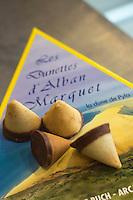 France, Gironde (33),Bassin d'Arcachon, Arcachon:  La Dunette , création d'Alban Marquet pâtissier //  France, Gironde, Bassin d'Arcachon, Arcachon:  The Poop, creating Alban Marquet pastry