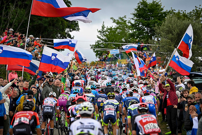 The peloton climb into Slovenia during Stage 15 of the 2021 Giro d'Italia, running 147km from Grado to Gorizia, Italy and Slovenia. 23rd May 2021.  <br /> Picture: LaPresse/Fabio Ferrari | Cyclefile<br /> <br /> All photos usage must carry mandatory copyright credit (© Cyclefile | LaPresse/Fabio Ferrari)