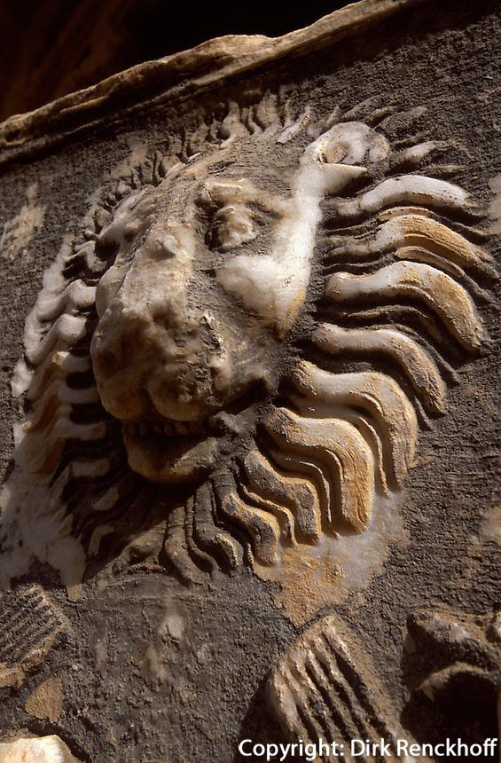 Zypern (Nord), gotische Abtei Bellapais bei Girne, erbaut 1205,  römischer Sarkophag 2. Jh. N.Chr.