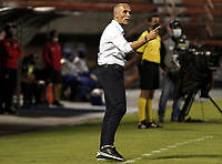 ENVIGADO - COLOMBIA, 13–02-2021: Jose Arastey, tecnico de Envigado F. C., durante partido entre Envigado F. C. y Atletico Junior de la fecha 6 por la Liga BetPlay DIMAYOR I 2021, en el estadio Polideportivo Sur de la ciudad de Envigado. / Jose Arastey, coach of Envigado F. C., during a match between Envigado F. C., and Atletico Junior of the 6th date for the BetPlay DIMAYOR I 2021 League at the Polideportivo Sur stadium in Envigado city. Photo: VizzorImage / Juan A Cardona/ Cont.