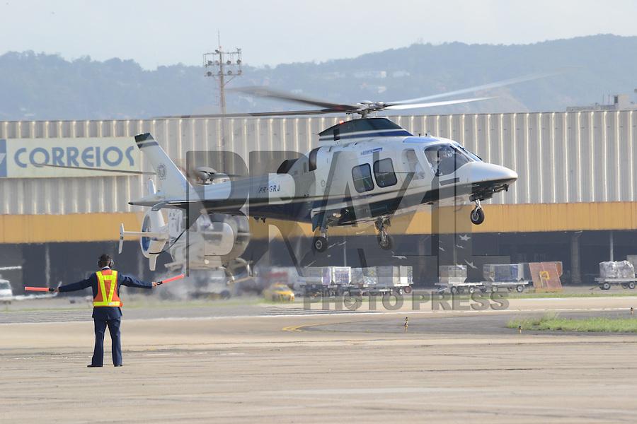 RIO DE JANEIRO, RJ, 22  DE JULHO DE 2013 -JMJ RIO 2013-CHEGADA DO PAPA FRANCISCO NO BRASIL- O governador Sérgio Cabral chega de helicóptero a base aérea do galeão para a chegada do Papa Francisco ao Brasil na tarde desta segunda-feira,22, na Base Aérea do Galeão, zona norte do Rio de Janeiro.FOTO:MARCELO FONSECA/BRAZIL PHOTO PRESS