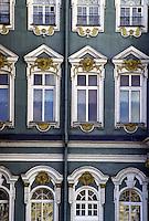 San Pietroburgo finestre della facciata del Museo dell'Hermitage