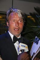 mads mikkelsen quittant le palais des festivals apres le repas d ouverture du soixante neuvieme festivals du film a cannes se deroulant au salon des ambassadeurs le mercredi 11 mai 2016