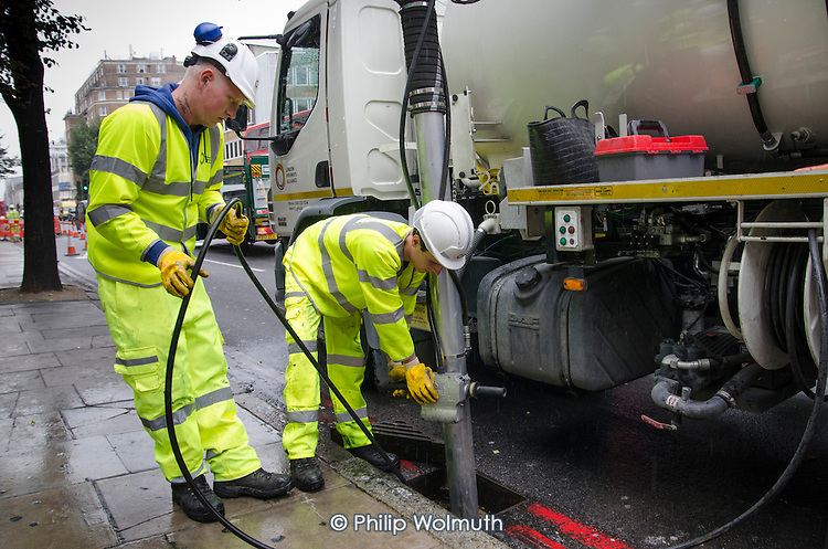 A London Highways Alliance gully cleaning crew at work on a Clean Up Day organised by Edgware Road  Partnership.