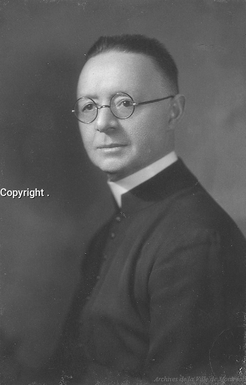 Lionel Groulx :<br /> Pretre catholique, professeur, historien et penseur, fondateur de l'Institut d'histoire de l'AmŽrique franaise, nŽ le 13 janvier 1878 ˆ Vaudreuil, QuŽbec, fils de LŽon Groulx et de Philomne Pilon; dŽcŽdŽ ˆ Vaudreuil le 23 mai 1967.