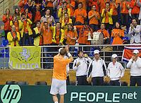 04-03-11, Tennis, Oekraine, Kharkov, Daviscup, Oekraine - Netherlands, Thiemo de Bakker   bedankt het oranje legioen