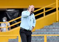 BOGOTA - COLOMBIA, 18-04-2021: Alfredo Arias, tecnico de Deportivo Cali gesticula durante partido entre Millonarios F. C. y Deportivo Cali de la fecha 19 por la Liga BetPlay DIMAYOR I 2021 jugado en el estadio Nemesio Camacho El Campin de la ciudad de Bogota. / Alfredo Arias, coach of Deportivo Cali gestures during a match between Millonarios F. C. and Deportivo Cali of the 19th date for the BetPlay DIMAYOR I 2021 League played at the Nemesio Camacho El Campin Stadium in Bogota city. / Photo: VizzorImage / Luis Ramirez / Staff.