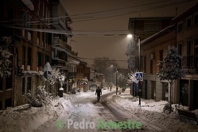 11/01/2021,Colmenar viejo. Madrid, España<br /> <br /> Desde hace tiempo, cada ola de frío deja a su paso un rastro de nieve, hielo y negacionistas. Ante la pequeña ola cuñada de opinática que nos deja el histórico temporal Filomena, desde Greenpeace queremos enviar un mensaje a quienes intentan aprovechar este fenómeno extraordinario para poner en duda que nuestro planeta se adentra ya en un periodo de cambio climático antropogénico: sí, el calentamiento global es compatible con una borrasca, incluso con la nevada del siglo y con heladas de récord.<br /> Construir ciudades resilientes ante eventos extremos como Filomena es posible<br /> <br /> 'Filomena' también ha golpeado con dureza a las zonas más rurales, cubriendo de nieve y hielo campos de cultivo, invernaderos y granjas de animales. El temporal, al igual que la pandemia, ha mostrado la urgencia de relocalizar la producción agrícola, fomentar la agricultura urbana y periurbana y crear centros logísticos que den soporte a la pequeña producción alimentaria y a las comunidades rurales. La alimentación es un sector estratégico para la supervivencia, por lo que es fundamental un cambio de modelo y una apuesta decidida por la agroecología.<br /> <br /> ©Pedro Armestre/Greenpeace